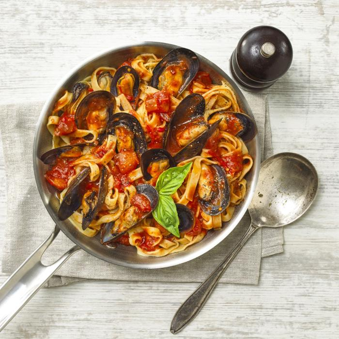 Mussel Fettuccine with Napoli Sauce